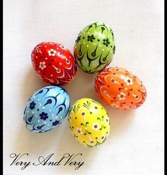 Set of 5 color Hand Decorated Painted Easter Egg Madeira Traditional Slavic Wax Pinhead Chicken Egg, Pysanka Egg Crafts, Easter Crafts, Easter Paintings, Easter Egg Designs, Easter Ideas, Cute Easter Bunny, Diy Ostern, Easter Colors, Egg Art