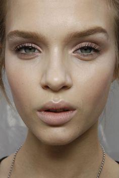 'no makeup' makeup....her facial expression is awkward though...