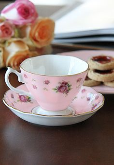 Royal Albert New Country Roses Pink Vintage Formal Teacup & Saucer Boxed Set