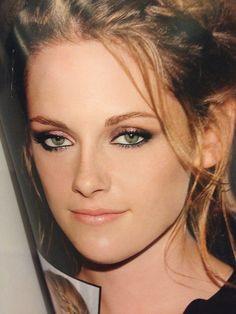 Kristen Stewart's makeup looks great here