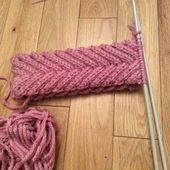 This braided headband pattern uses super bulky yarn making for a quick knit that. - This braided headband pattern uses super bulky yarn making for a quick knit that makes a beautiful a - Knitting Stitches, Knitting Patterns Free, Free Knitting, Crochet Patterns, Knitting Ideas, Knitted Headband Free Pattern, Braid Patterns, Super Bulky Yarn, Quick Knits