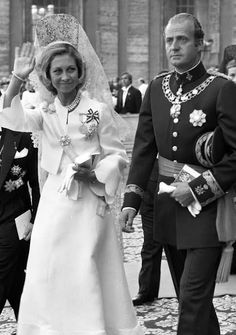 monarquiasi: Their Majesties King Juan Carlos & Queen Sofía of Spain in the Holy See on occasion of enthronement of Pope John Paul I, on 4 Sep Queen Victoria Prince Albert, Princess Victoria, Queen Sophia, Princess Sophia, Royal Queen, King Queen, Adele, Royal Photography, Spanish Royalty