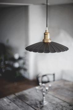 Johanna Montell - Second hand, Inredning & Foto Second Hand, Two Hands, Lamps, Ceiling Lights, Lighting, Architecture, Home Decor, Lightbulbs, Arquitetura
