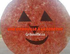 Une citrouille à la fenêtre Bat Signal, Halloween, Superhero Logos, Art, Stained Glass Panels, Children, Art Background, Kunst, Performing Arts
