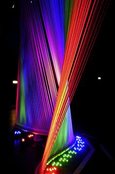 Imagine what it looks like with the strings vibrating Feixes de luz formando arpa colorida Colors Of The World, Rainbow Colors, Vibrant Colors, Colorful, Kunst Party, Illustrations Poster, Taste The Rainbow, Rainbow Light, Light Installation