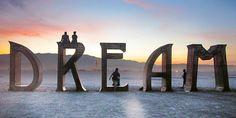 """Obra """"Dream"""", no deserto em volta da Black Rock City - Burning Man 2015"""