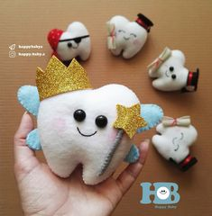 Felt Diy, Felt Crafts, Fabric Crafts, Sewing Crafts, Tooth Pillow, Tooth Fairy Pillow, Tooth Clipart, Baby Cast, Kids Workshop