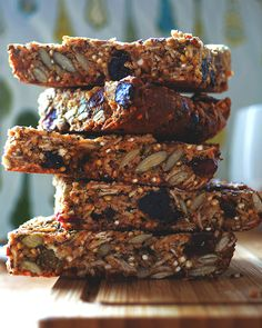 2. Quinoa Granola Bars #bars #cheap #recipes http://greatist.com/eat/diy-energy-protein-bar-recipes