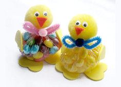 EASTER: Cute little bags of jelly beans turned into baby easter chicks.  If you look at the picture you can pretty much figure out how to make these without looking at the directions.