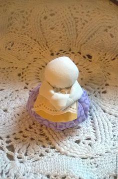 Делаем маленькую обережную куколку «Благополучница» – мастер-класс для начинающих и профессионалов Crochet Hats, Decoration, Dolls, Craft, Decorating, Dekorasyon, Deko, Dekoration, Decorations