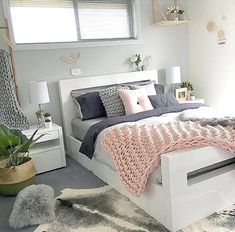 White and gold bedroom gray best grey decor ideas on room black rose . white and gold bedroom furniture Grey And Gold Bedroom, Grey Bedroom Design, Pink Bedroom Decor, Pink Bedrooms, Grey Room, Girl Bedroom Designs, Home Bedroom, Pastel Bedroom, Bedroom Inspo