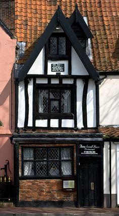Anna Sewell (author of Black Beauty) was born in this house on Church Plain in Great Yarmouth, Norfolk, England Beautiful Buildings, Beautiful Places, Estilo Tudor, Great Yarmouth, England And Scotland, English Countryside, Great Britain, Old Houses, United Kingdom
