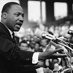"""Martin Luther King Jr. faria 88 anos no domingo, 15 de janeiro. Foi o maior líder negro dos EUA, ícone do movimento pelos direitos civis dos negros, inspiração para afrodescendentes mundo afora. """"I have a dream"""", ele disse no discurso histórico de 1963, em Washington. O sonho de igualdade entre os seres humanos, independentemente de cor, gênero, idade, origem, classe social, religião, orientação sexual é agenda a ser perseguida ainda hoje, 48 anos após seu assassinato. Mais que nunca, Doutor…"""