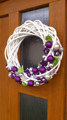 The Chic Technique: White grapevine wreath with purple and silver Christmas ornaments.Trendy letošních Vánoc: Vyhrajete to s bílou, zelenou a fialovou - galerieStunning Useful Tips: Wicker Decoration Chandeliers wicker stool side tables. Wreath Crafts, Diy Wreath, Holiday Crafts, White Wreath, Purple Wreath, Grapevine Wreath, Purple Christmas, Noel Christmas, Christmas Ornaments