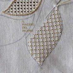 Tutorial fondini n 3 Hardanger Embroidery, Hand Embroidery Stitches, Floral Embroidery, Hand Stitching, Drawn Thread, Thread Work, Heirloom Sewing, Sewing Techniques, Blackwork