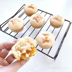 Muffins with mandarine http://www.unasenorita.com/recept-socni-muffini-s-mandarinama/