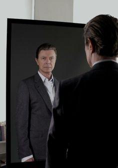 A guerra mundial de David Bowie, com direito a baile de máscaras