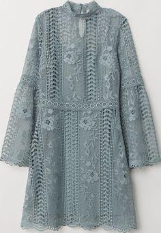 Короткое платье из кружева с небольшим воротником-стойкой, вырезом на пуговице на вороте сзади и длинными, расширенными книзу рукавами. Вшитое нижнее платье из трикотажа. Hennes & Mauritz(H&M) — изве... #платье #h&m #xaz170094thub #синее #женские #платья Kebaya Lace, Kebaya Dress, Model Kebaya, Dress Brokat, Cocktail Bridesmaid Dresses, Wedding Dresses, Look Short, Short Lace Dress, Dress Lace