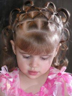 Penteados para cabelos cacheados infantil de festa