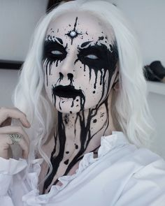 49 Creepy and Cool Halloween Makeup Ideas That You Need To Try Loading. 49 Creepy and Cool Halloween Makeup Ideas That You Need To Try Makeup Clown, Creepy Makeup, Costume Makeup, Demon Makeup, Witch Makeup, Sfx Makeup, Dark Angel Makeup, Demon Costume, Horror Costume