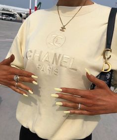 Chanel Paris October 23 2019 at fashion-inspo Looks Street Style, Looks Style, My Style, Pink Style, Retro Style, Mode Chanel, Chanel Paris, Chanel Chanel, Chanel Fashion