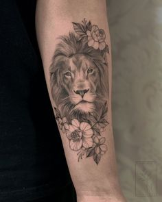 Lion&flowers tattoo - Famous Last Words Girly Tattoos, Leo Tattoos, Badass Tattoos, Celtic Tattoos, Flower Tattoos, Small Tattoos, Sleeve Tattoos, Mini Tattoos, Tattos