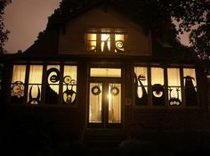 Scary Outdoor Halloween Decorations And Silhouettes_23