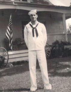 My dad, the sailor Us Sailors, Vintage Sailor, Navy Sailor, Navy Ships, Us Navy, World War Two, Black And White Photography, Old Photos, Ww2