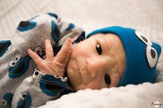 Votre petit bébé grandit vite, je le répète encore et encore. C'est le moment de le mitrailler! En seulement deux semaines il n'aura plus la même morphologie, ni les mêmes mimiques. Pensez à garder une image de ses petits pieds, de ses mains, de sa bouche, de ses yeux. J'adore photographier les détails!