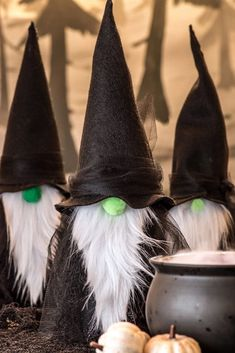 Take a look at these great DIY gnome witches. This Halloween craft is easy and c… Take a look at these great DIY gnome witches. This Halloween craft is easy and can be made with inexpensive materials found at the… Continue Reading → Dulces Halloween, Manualidades Halloween, Adornos Halloween, Fete Halloween, Holidays Halloween, Halloween Candy, Halloween Witches, Halloween Stuff, Halloween Labels