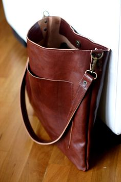 Leather shoulder bag Unisex leather tote by Creazionidiangelina