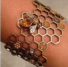 bracelet abeille, rayons de miel, métal, insecte. Alexander McQueen