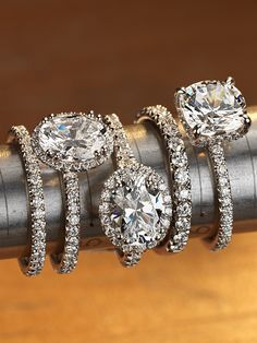 Surround your center diamond with a radiant halo. Shop halo engagement rings and matching wedding bands at Blue Nile.