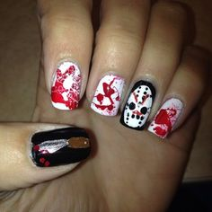 Este guiño a Jason. | 27 ideas divinamente espeluznantes para decorarte las uñas en Halloween