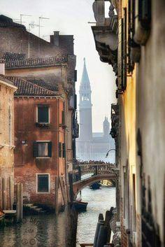 da qualsiasi parte si guarda Venezia e sempre un'incanto *silva*