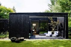 Cottage house with simple architecture that matches the simplicity. This cottage designed by architect Rasmus Bak, when he make a home for his family in the north of Aarhus Exterior Design, Interior And Exterior, Black Exterior, Cute Cottage, Cottage House, Black House, Prefab, Little Houses, Architecture Design