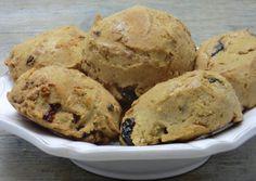 De bons petits pains aux amandes et aux fruits secs  préparés et cuits très rapidement...  Délicieux pour le goûter ou le petit déjeuner. ...