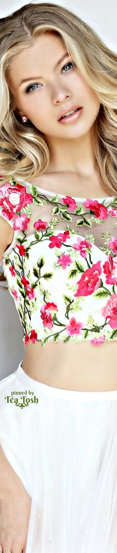 Fancy Brunch Outfit Floral Prints 55 Ideas For 2019 Floral Fashion, White Fashion, Colorful Fashion, Spring Fashion, Floral Tops, Floral Prints, Floral Style, Brunch Outfit, Classy And Fabulous