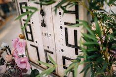 Reloj estilo rústico moderno en Viveros la Mezquita