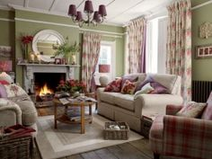 Crazy european cottage living room made easy Living Room Red, Cottage Living Rooms, Coastal Living Rooms, Cottage Interiors, Home And Living, Living Room Decor, English Living Rooms, Green Rooms, Green Walls