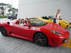 Ferrarin puikoissa Singaporessa.