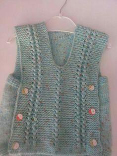Bu süveteri takım fanatik ipleriyle yapabiliriz. Hangi takımı tutmasını isterseniz , küçükten aşılayalım. Yandan düğmeli süveter yapımı. 1 yaş alıntıdır. Malzemeler : K Crochet Bebe, Crochet For Kids, Knit Crochet, Baby Kids, Baby Boy, Baby Vest, Crochet Fashion, Baby Knitting, Knitwear