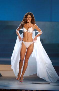 """Miss Universo 2002 de Panamá """"Justine"""" Lissette Pasek Patiño(27 de agosto de 1979, Jarkov, Ucrania). Es una reina de belleza panameña y modelo, mejor conocida por poseer el título de Miss Universo 2002."""