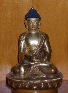 Rupa of Sangye Menla (Medicine Buddha), the supreme physician who brings the medicine of the Dharma to ease the suffering of all beings. Mantra: Tayata Om Bekanze Bekanze Maha BeKanze Radza Samudgate Soha.