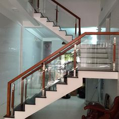 Stairs railing design interiors 63 ideas for 2019 Steel Stair Railing, Steel Railing Design, Staircase Railing Design, Modern Stair Railing, Balcony Railing Design, Home Stairs Design, Modern Stairs, Interior Stairs, House Design