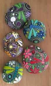 Looking Ideas For Making Art Rock For Your Home Decor? Here are some stone art ideas that can inspire you. Dragonfly Painting, Pebble Painting, Dot Painting, Pebble Art, Stone Painting, Painted Rocks, Hand Painted, Christmas Rock, Rock Decor