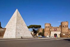 Rome's famous   pyramid has been restored to its gleaning white glory.