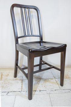Una reedición de la clásica silla Navy, en madera maciza. Idea para darle un carácter contemporáneo a tu comedor, sin resignar calidez. Mirá más productos para tu casa en www.lineadinteriorismo.com.ar