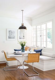 Cool 38 Clever and Genius Small Dining Room Design Ideas http://homiku.com/index.php/2018/02/28/38-clever-genius-small-dining-room-design-ideas/