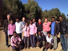 Ultimo giorno di missione: foto ricordo con i bambini della scuola!